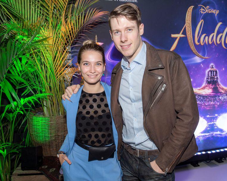 """""""Vroeger was ik als kind bang van 'Aladdin' door die tijger en het vliegend tapijt, maar gelukkig zit mijn lief Juan nu naast mij"""", aldus actrice Tinne Oltmans."""
