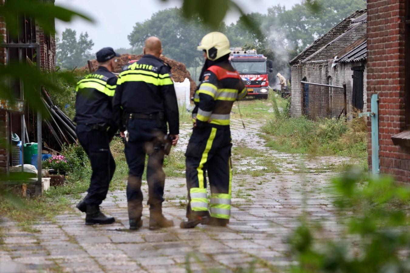 Omdat in de gemeente Meierijstad enkel in maart en november is toegestaan om vuur te stoken kwam ook de politie ter plaatse.