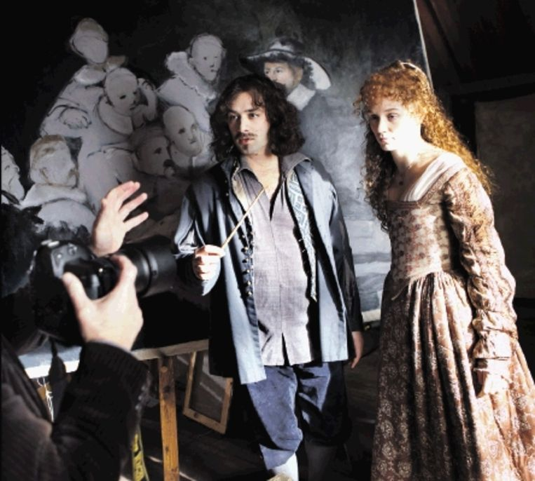 Dragan Bakema als Rembrandt van Rijn en Sophie van Winden als Saskia. (FOTO MAARTEN HARTMAN) Beeld
