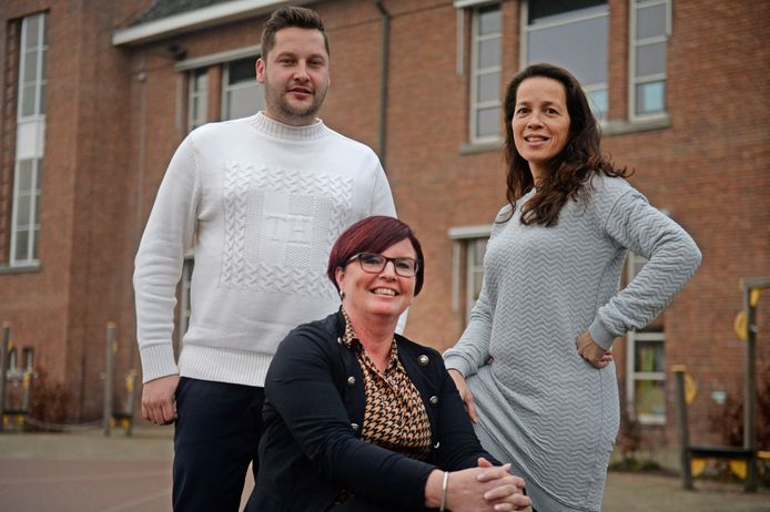 Directeur Renate Klokman van La Res temidden van de leden van het ontwikkelteam: Mitchell ter Haar (La Res) en Marije Muller (Stedelijk Lyseum).