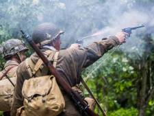 Amerikaanse para's schieten met losse flodders bij Arnhemse Oorlogsmuseum