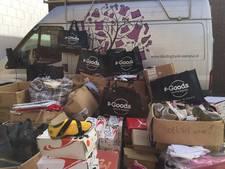 S-Goods Renesse schenkt kleding en schoenen aan Kledingbank