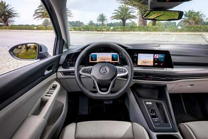 VW Golf 8, stuur.