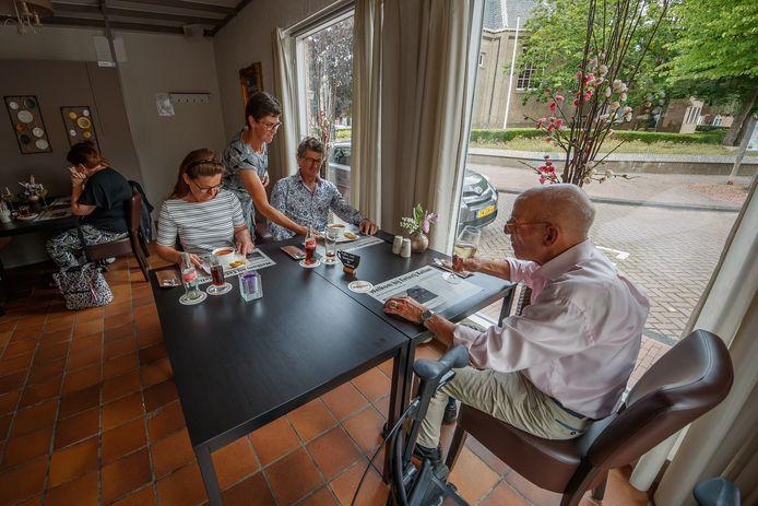 Lilian de Ron is gastvrouw bij Eeterij Kelian in Klundert.