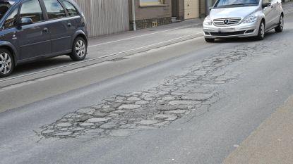 Na twee dagen liggen de werken in de dorpskom van Beselare al stil, in de asfaltcentrales is er geen productie meer