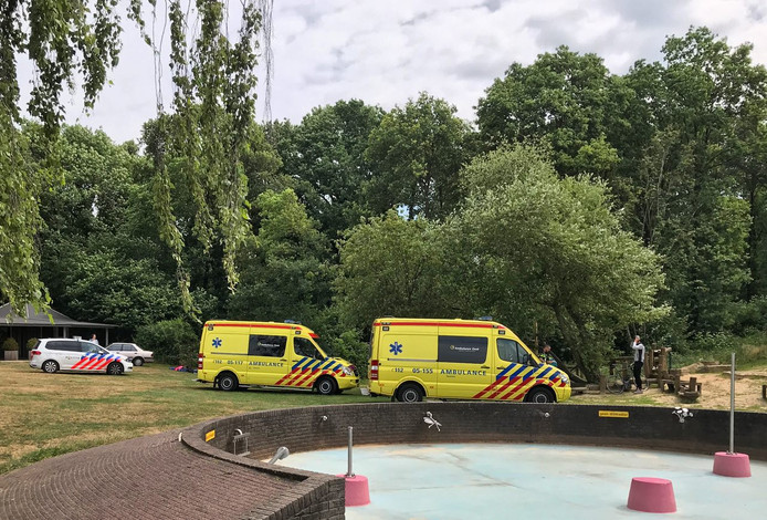 Twee ambulances op Het Hulsbeek
