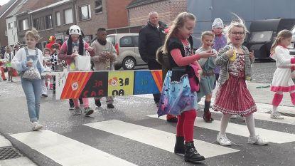 Kindercarnavalstoet trekt knotsgekke carnavalsweek op gang in het Stoetersdorp
