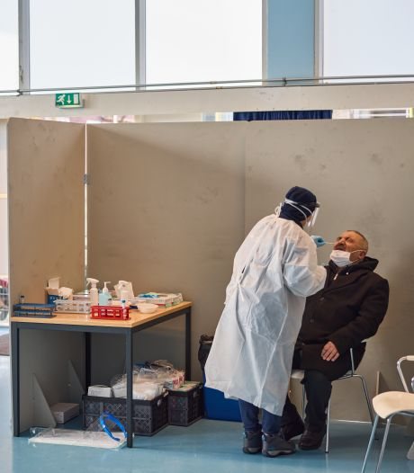 Inwoners Charlois laten zich niet allemaal verleiden tot een 'zekerheidstestje': 'Ik ben toch niet ziek?'