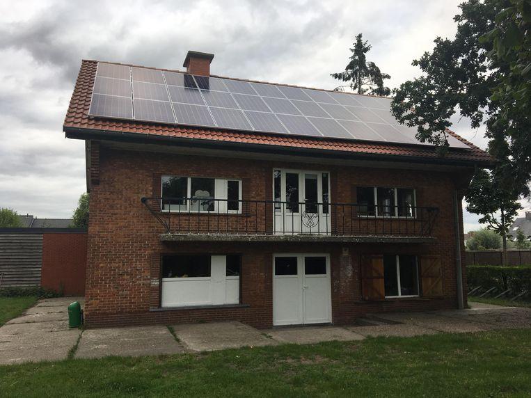 Het dak van het lokaal ligt intussen vol zonnepanelen