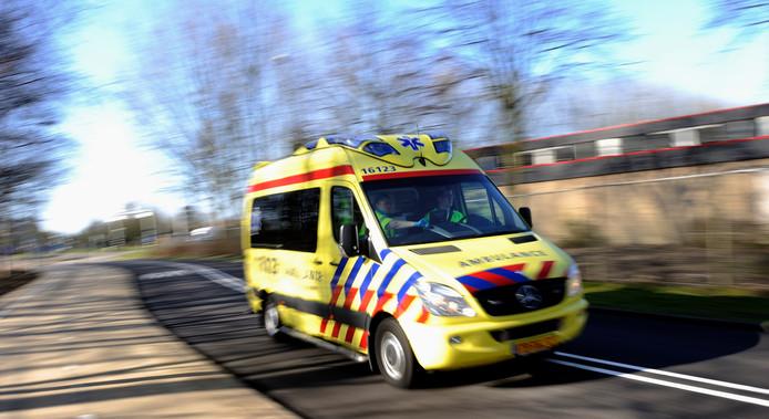 2012-03-19 09:53:23 LEIDEN - MODEL RELEASED - Een ambulance opweg naar een spoedgeval. ANP XTRA LEX VAN LIESHOUT