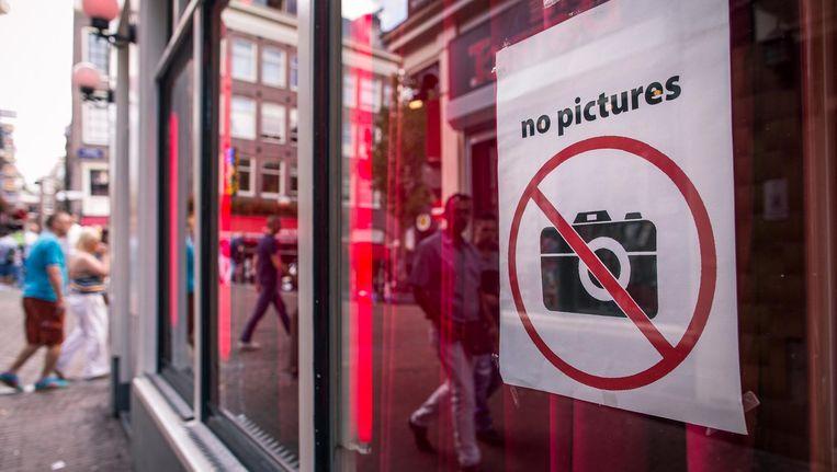 No pictures? Van dat bord op sommige ramen trekt niet elke toerist zich iets aan Beeld Rink Hof