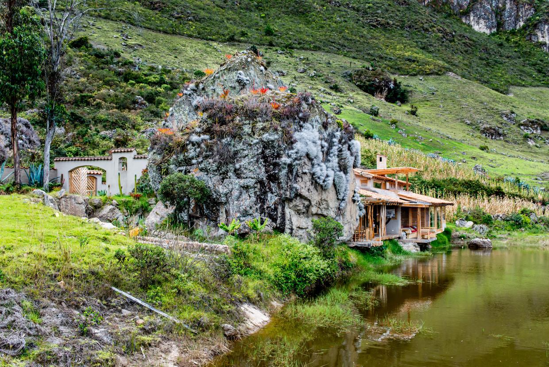 Twee rotsen in hoefijzervorm vormden een perfect uitgangspunt voor architect Fausto Cardoso.