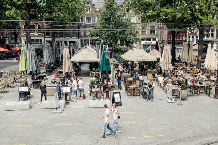 De terrassen van het Rembrandtplein zien maandag weer het levenslicht.