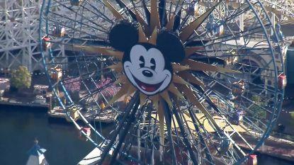 Kijk hoe spookachtig leeg Disneyland nu is