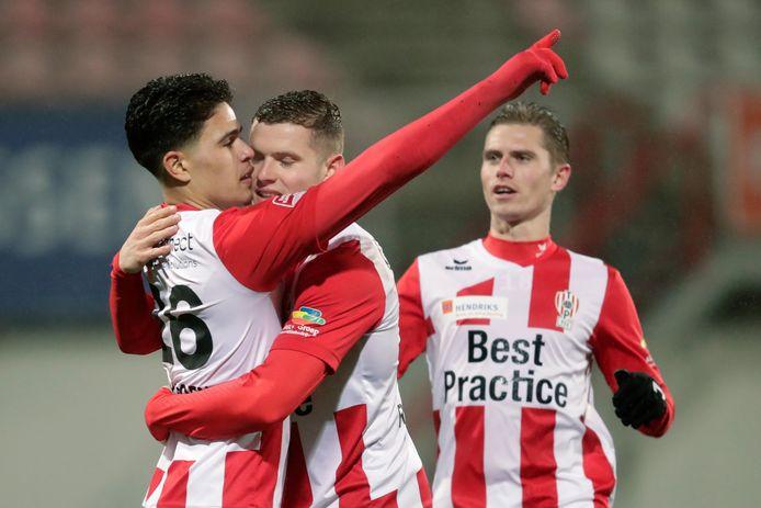 De andere NEC-huurling bij TOP Oss, Ragnar Oratmangoen (links), maakte vorige week tegen NEC de openingstreffer (1-1).