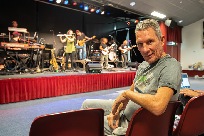Luuk Braun is inmiddels meer manager dan drummer van de band.