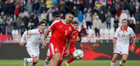 Mitrovic is geen Memphis, maar Servië wint wel
