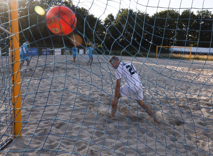 Beachsoccer in Terneuzen.