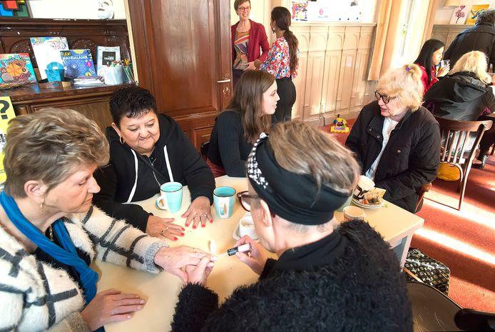 BREDA, Pix4Profs-Ron Magielse Verwendag in het Annahuis  in Breda, ter gelegenheid van de dag van de extreme armoede.