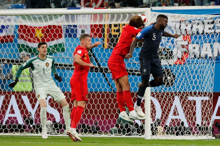 51' 1-0. Umtiti wint het luchtduel van Fellaini. Courtois zonder verhaal.