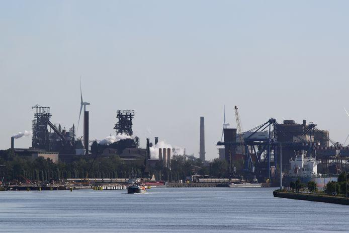 ArcelorMittal Gent met links de twee hoogovens.