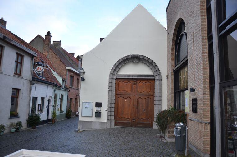 Het stadsarchief verhuist op termijn naar het oude postgebouw waardoor het huidige gebouw zal gebruikt worden om er een dienstencentrum in onder te brengen.