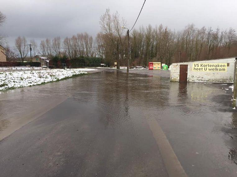 De Velpe trad buiten haar oevers en zette de Nieuwstraat in Hoeleden onder water.