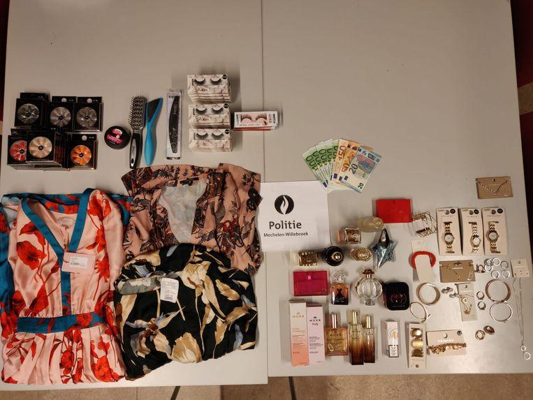 Bij de 31-jarige dievegge werden er gestolen spullen aangetroffen ter waarde van 700 euro.