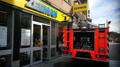 Water sijpelt Zeeman binnen door gat in dak