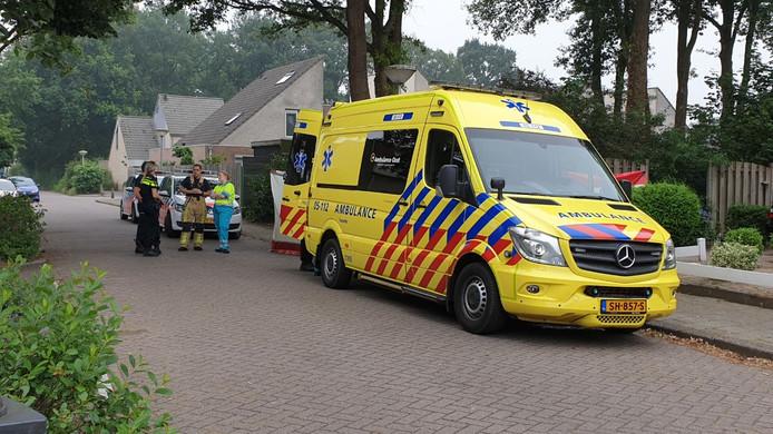 Politie en een arts doen onderzoek aan de Reygershoftehoek.