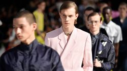 Kim Jones maakt zijn debuut voor Dior op de mannenmodeweek in Parijs