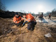 Slagveld blootgelegd aan Postweg in Vught; archeoloog hoopt nog skeletten van soldaten te vinden