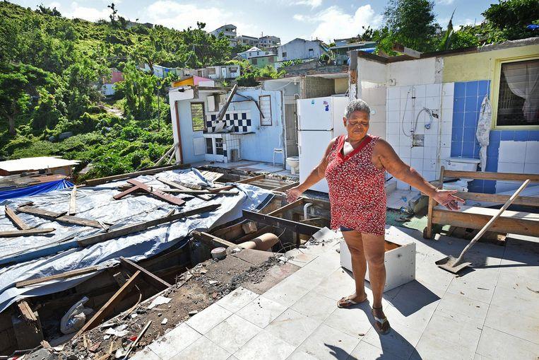 Er is weinig over van Carmen Guillens huis, waar Tafari Johnson Hodge het tweede deel van de storm uitzat. Beeld Guus Dubbelman / de Volkskrant