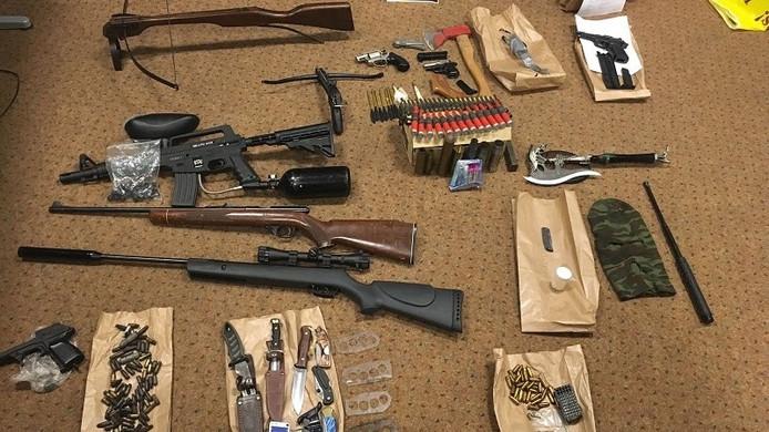 Aangetroffen wapens van de verwarde man