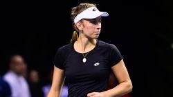 Elise Mertens in twee sets onderuit tegen Française Kristina Mladenovic in Fed Cup, België moet achtervolgen (2-1)