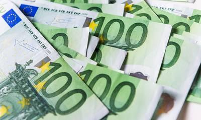 BAR-ambtenaar ontkent met geld te strooien