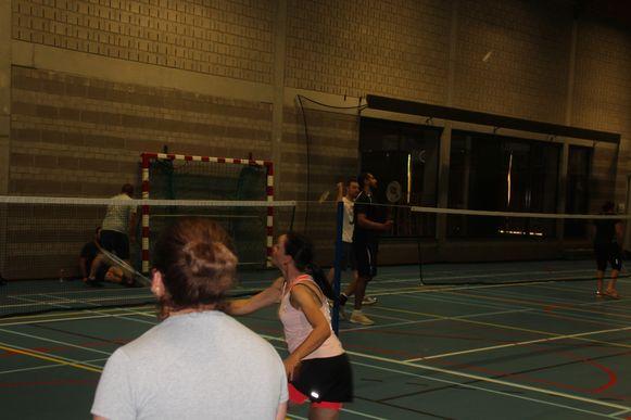 Badmintonnen tegen collega's. Het was eens iets anders.