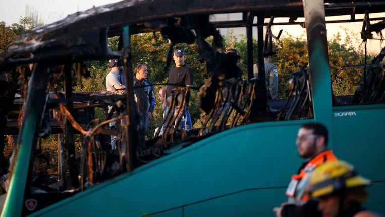De uitgebrande bus. Beeld reuters