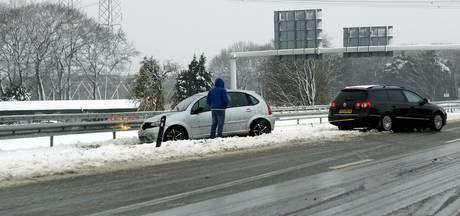 Sneeuw en gladheid zorgen voor ongevallen op Midden-Brabantweg bij Loon op Zand