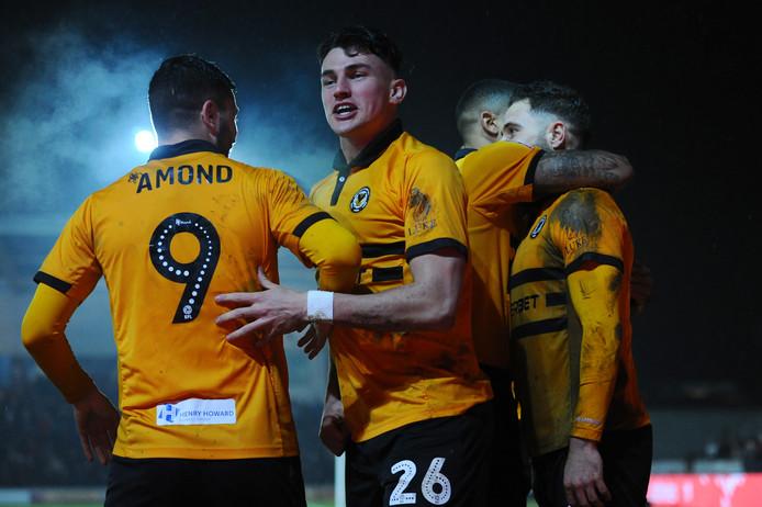 Na overwinningen op Leicester City en Middlesbrough mag het kleine Newport County het zaterdagavond thuis gaan opnemen tegen Manchester City.