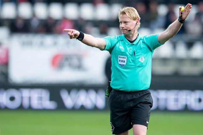 Kevin Blom fluit zaterdag PSV-FC Utrecht.