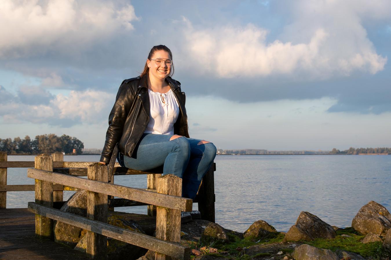 Elles Wintermans komt tot rust bij de haven in Lage Zwaluwe.