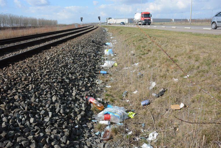 Ook in de Waaslandhaven is zwerfvuil een groot probleem.