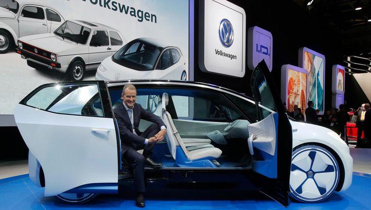 Volkswagen-ceo Herbert Deiss bij de presentatie van een nieuw model elektrische auto. Beeld ap