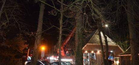 Felle brand op zolder van woonboerderij in Zelhem