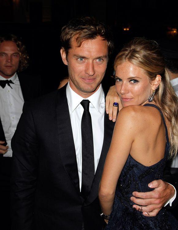 Jude Law en Sienna Miller in 2010