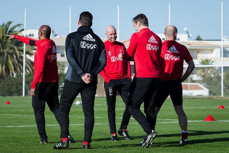 Ten Hag (midden) tijdens een training van Ajax in Lagos Beeld ANP