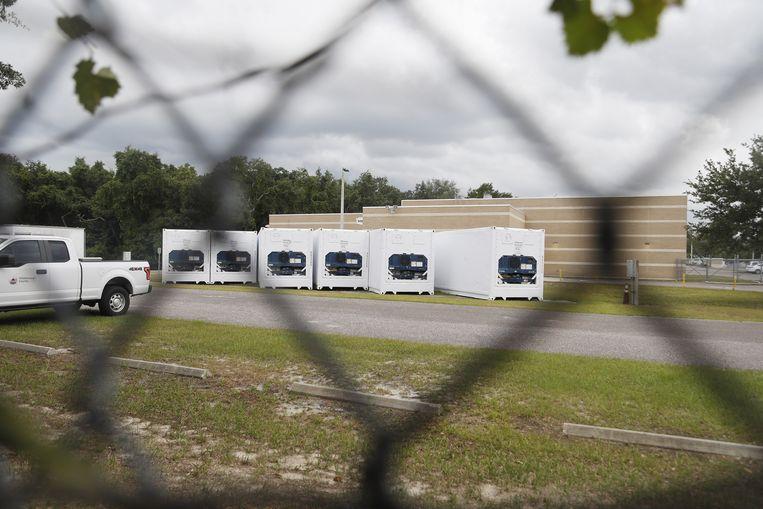 Koelcontainers bij het Hillsborough County Medical Examiners Office in Tampa, Florida.