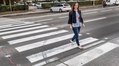 Jonge vrouw die werd aangereden haalt slag thuis: eindelijk ledlichtjes op zebrapad