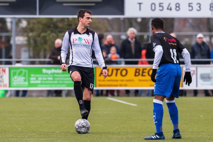 Sander Thomas in het shirt van Sparta Enschede. Vanaf komend seizoen draagt hij het rood van Excelsior'31.